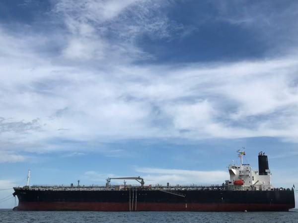 Иран е задържал в Персийския залив чуждестранен танкер с контрабандно