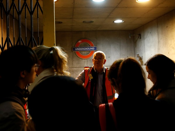 Сълзотворен газ беше пуснат в лондонското метро по-рано през деня.