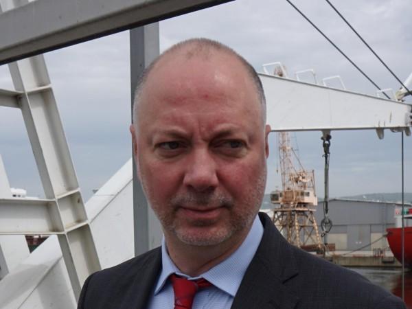 Министърът на транспорта, информационните технологии и съобщенията Росен Желязков заедно
