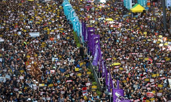 Протести в Хонконг искат разследване на полицията