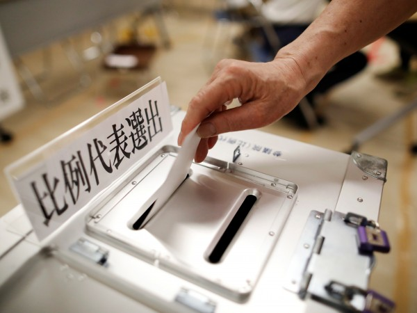 Управляващата коалиция на японския премиер Шиндзо Абе ще запази мнозинството