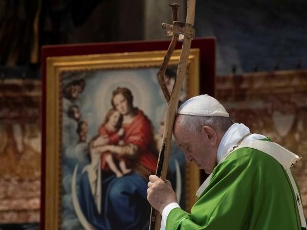 Папа Франциск изрази надежда, че 50-ата годишнина от първите човешки