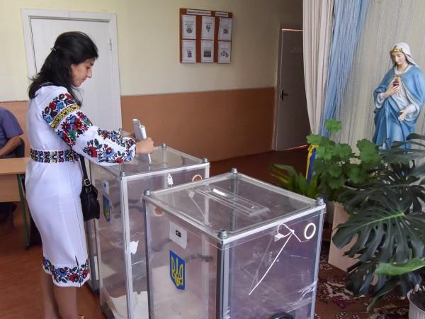 Избирателните секции за предсрочните парламентарни избори за Върховната Рада са