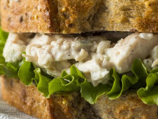 Снимка: Рецептата Dnes: Сандвич с пилешка салата