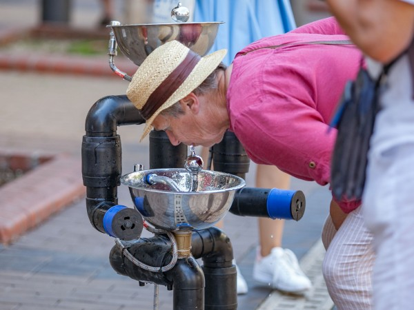 """Трите мобилни чешми, познати като Водните човеци на """"Софийска вода"""","""