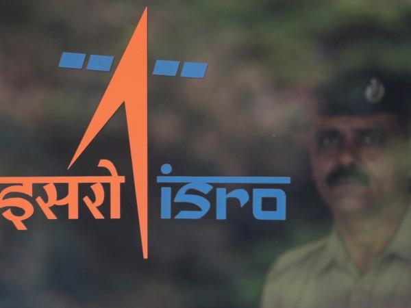 Индийската организация за космически изследвания изстреля към Луната космическата си