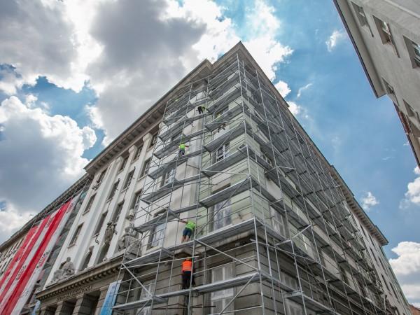 До края на септември трябва да приключи ремонтът на фасадата