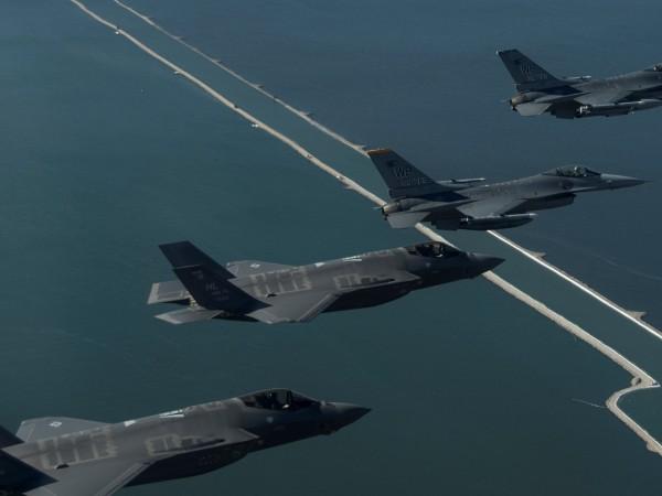 Южнокорейски военни са дали предупредителни изстрели срещу руски военен самолет,