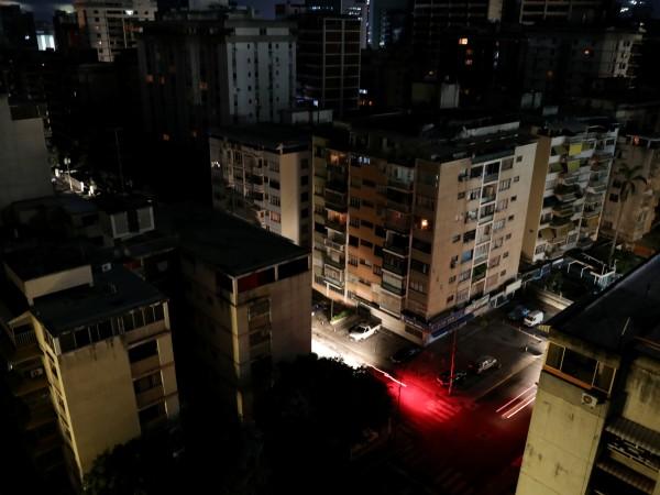 Електроподаването спря отново вчера в столицата Каракас и в редица