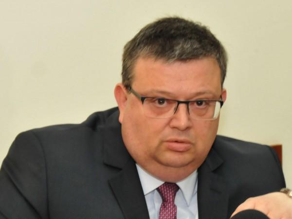 Хакерската атака срещу НАП идва от България, за чужбина и