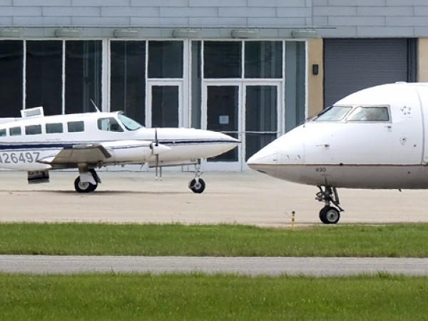 Десетки полети са отменени, а стотици закъсняват заради срив в