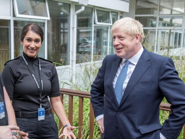 Борис Джонсън ще остане на поста министър-председател на Великобритания поне