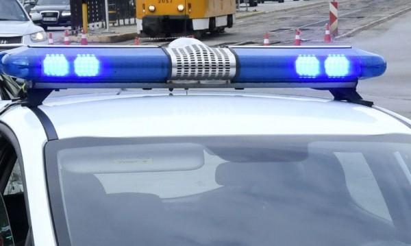 Двама пребиха млад мъж в дома му в Търговище