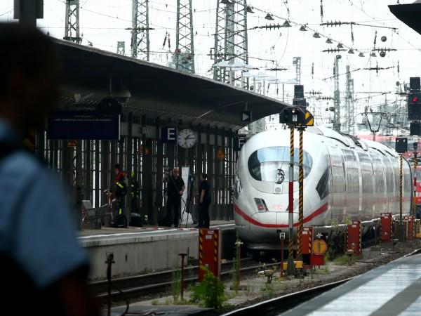 Снимка: Нападателят на гара във Франкфурт издирван в Швейцария