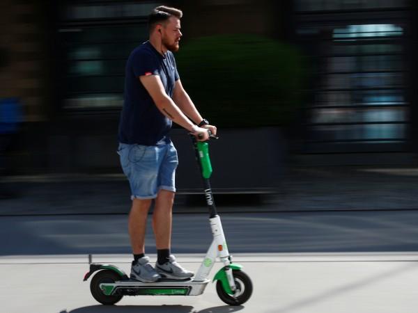 Монтирането на 200 места за безплатно паркиране на колела, тротинетки,