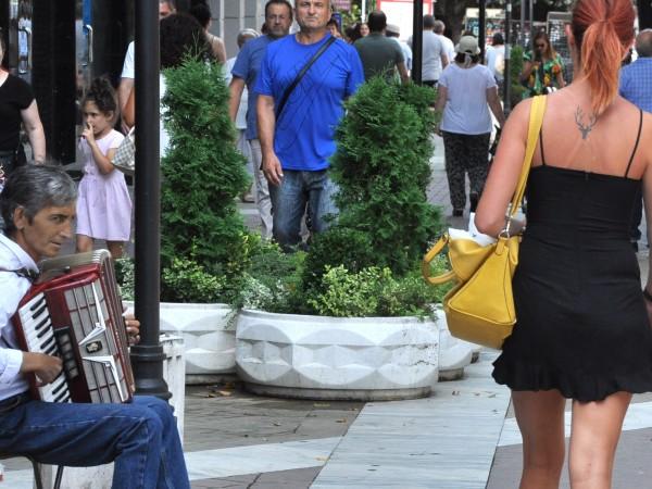 Снимка: Грижите на българина: Заплатата, доходите, разходите и... миграцията