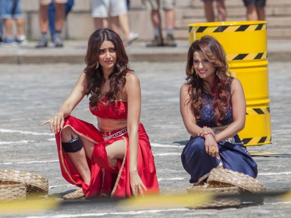 Снимките на индийското риалити шоу Fear Factor затвориха столичния площад