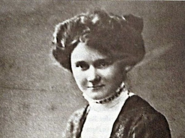 През 1930 година Паула Хидлер е уволнена от застрахователната компания,