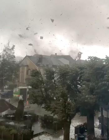 Торнадо в Люксембург и Холандия. Мълнии в Германия