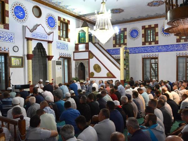 Поздравявам най-сърдечно мюсюлманите с настъпването на големия празник Курбан Байрам!