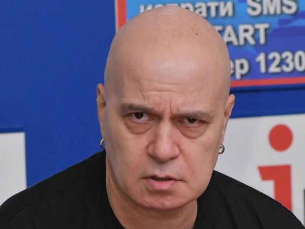 Като лидер на мнение Слави Трифонов определено носи потенциал за
