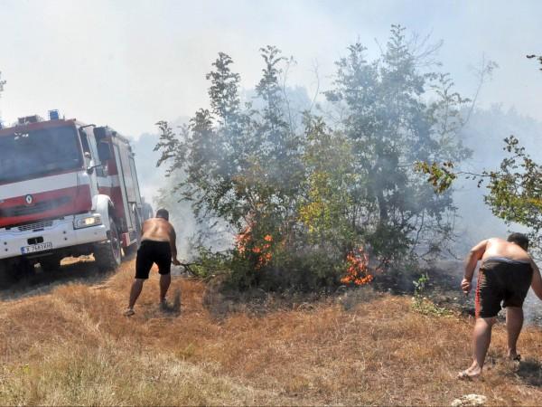 Военнослужещи от Хасково се включиха в гасенето на пожара между
