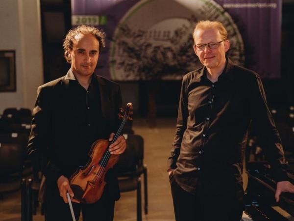 """Снимка: Виртуозен дуел с Паганини и Шопен в """"Между два свята"""""""