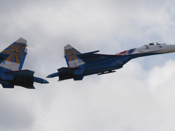 Снимка: Самолет на НАТО опитал да доближи самолета на Шойгу