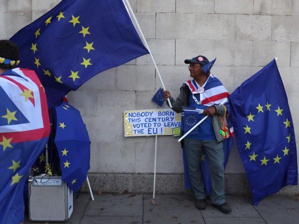 Британската история се превърна в бойно поле на Brexit-а. Решението