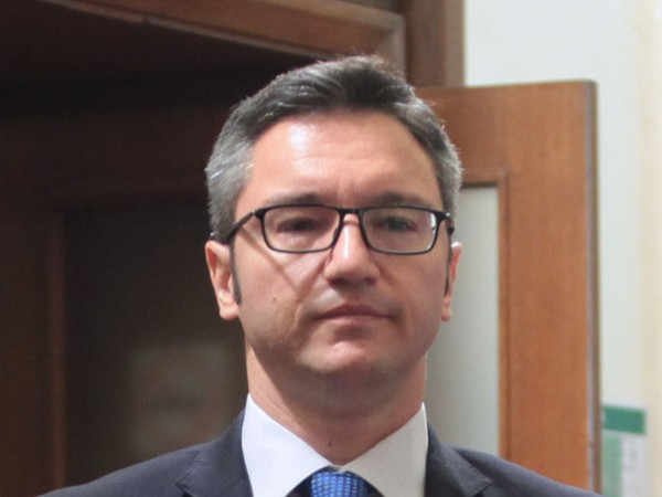 След като правителството назначи за консул във Валенсия експредседателя на