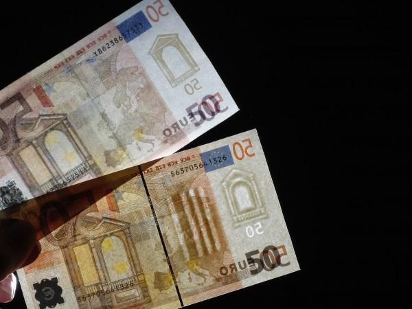 Полицията разследва 37-годишен мъж, прокарал в обращение фалшиви банкноти от
