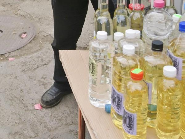 Над 800 литра ракия са иззели митнически служители от частен