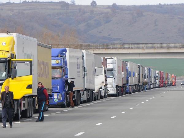 Интензивен е трафикът на границите ни със Сърбия, Гърция и
