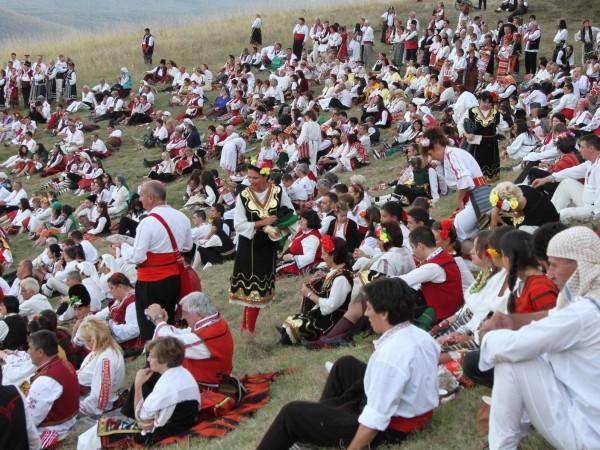 В Жеравна бе открит Дванадесетият международен фестивал на фолклорната носия