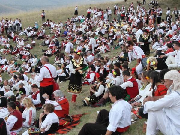 Стотици хора посетиха през втория ден Международния фестивал на фолклорната