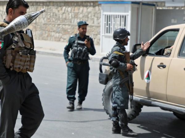 Атентатор самоубиец се взриви на сватба в Кабул, като уби