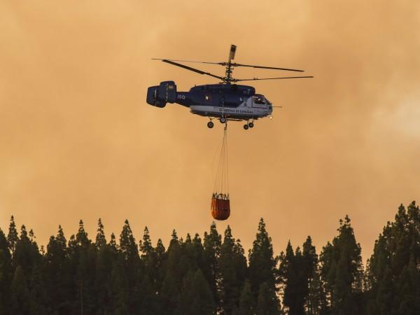 Около 2000 души бяха евакуирани на Канарските острови заради горски