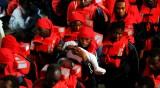 Испания склони да приеме мигранти от кораб край Италия
