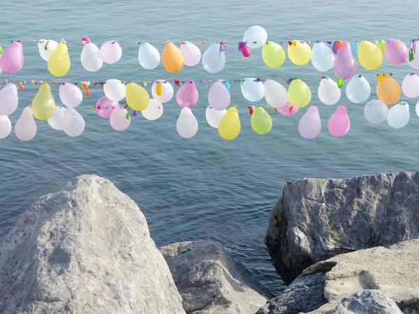 """Снимка: """"Райският газ"""" по морето - 5-10 лв., туристите масово се друсат и хилят"""