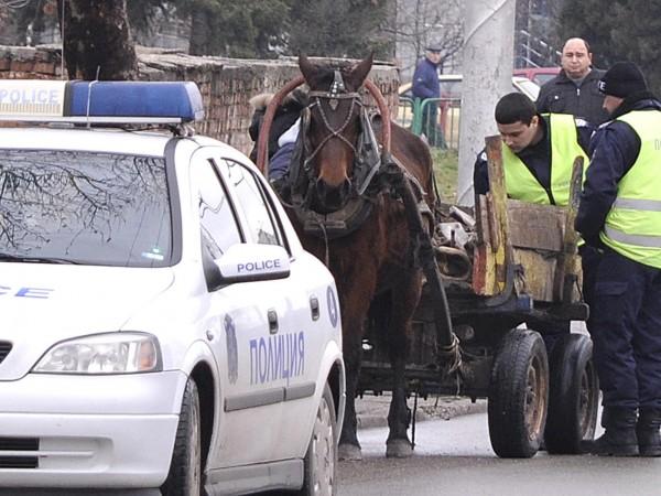 Водач на каруца загина при тежка катастрофа, съобщиха от полицията.Сигнал