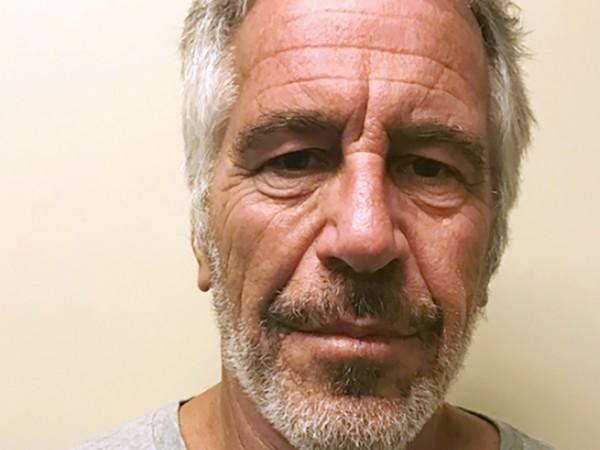 Когато бе обвинен в сводничество на непълнолетни момичета, Джефри Епстайн