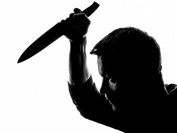 Мъж е намушкан с нож при скандал в жилище в