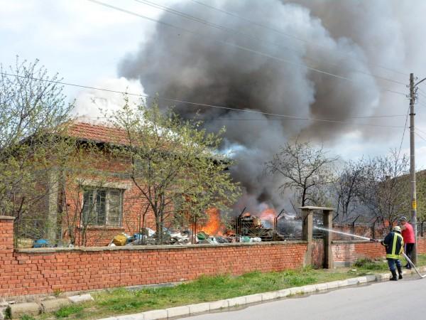 Възрастна жена е загинала при пожар в къща в село