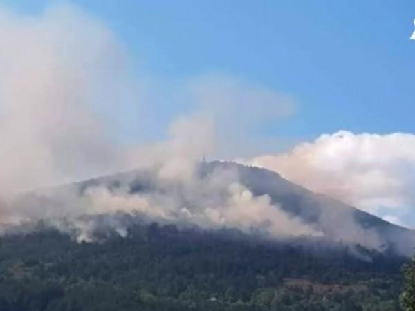 Пламъците, разгорели се вчера между софийските села Реброво и Владо
