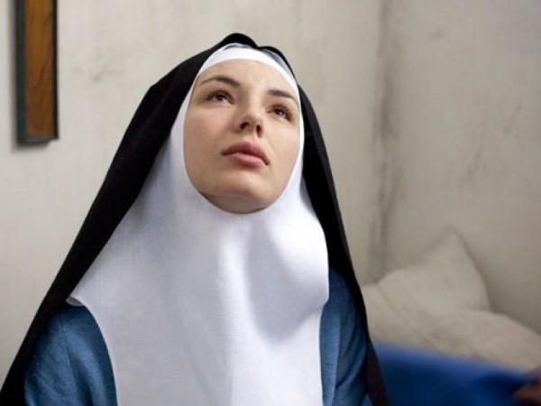 """Скритата поквара в църквата проследяварежисьорът Гийом Никлу в """"Монахинята"""". Филмът"""