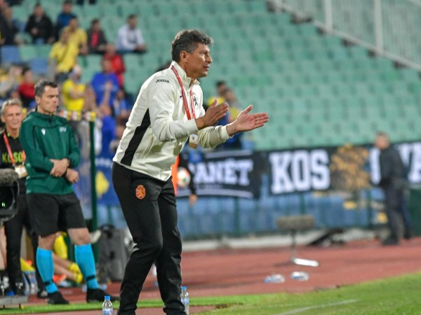 Селекционерът на футболните ни национали Красимир Балъков обяви имената на