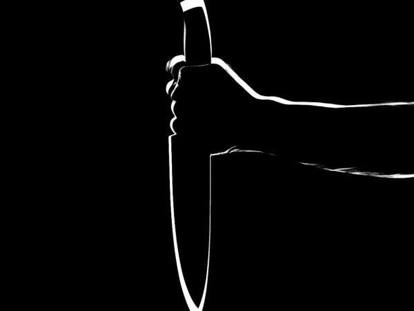Снимка: Бясна кримка заплашва шуменци с нож и бие полицаи