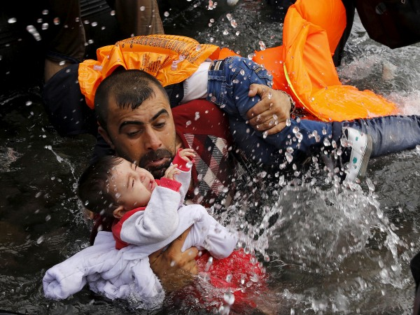 Само за три дни гръцката брегова охрана е спасила 395