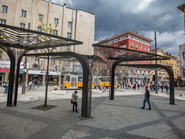 """Снимка: Ще върнат ли книжния пазар на площад """"Славейков""""?"""
