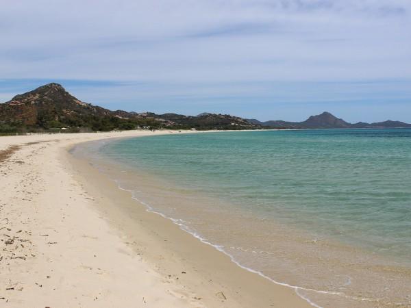 Снимка: За спомен от плажа: Не мидички, а 40 кг... пясък в багажника